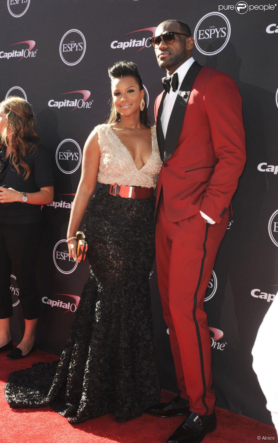 the best attitude feb67 28a92 LeBron James et sa compagne Savannah aux ESPY Awards en juillet 2013 à Los  Angeles.