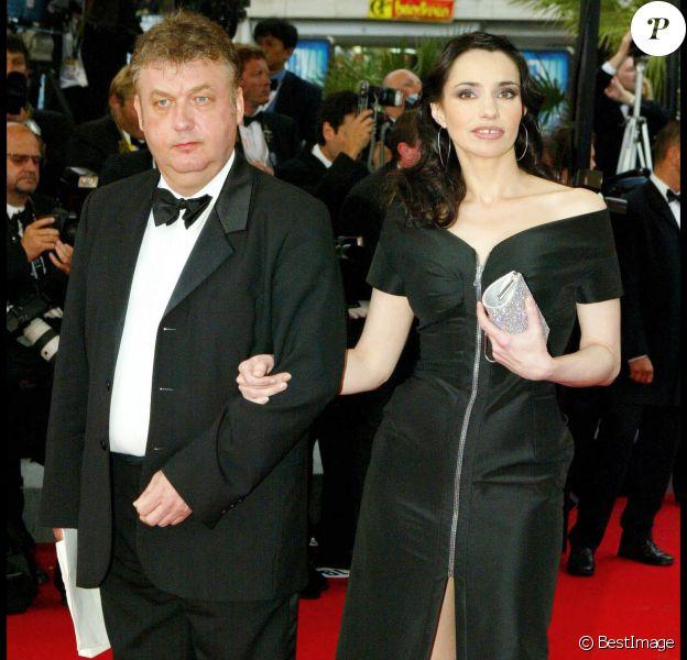 Dominique Besnehard et Béatrice Dalle à Cannes en mai 2004.