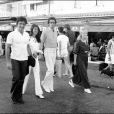 Sacha Distel et Francine accompagné de Petula Clark à Saint-Tropez. (Photo non datée)
