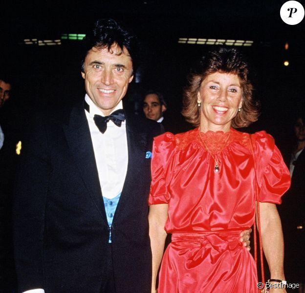 Sacha Distel et son épouse Francine au concert de Frank Sinatra à Paris, le 26 septembre 1984.