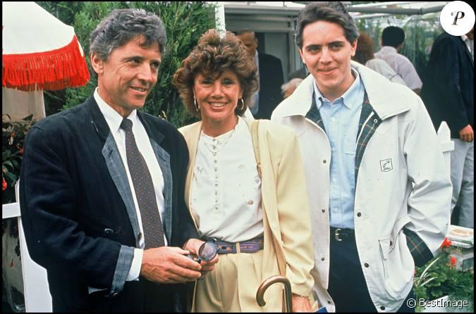 sacha distel et francine avec leur fils a n julien au tournoi de roland garros le30 mai 1990. Black Bedroom Furniture Sets. Home Design Ideas