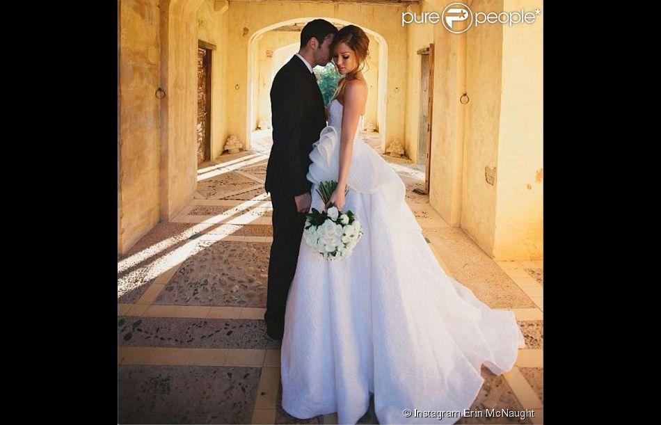 Example (Elliot John Gleave) et Erin McNaught lors de leur mariage en mai 2013. Le couple, marié en mai 2013, a annoncé le 23 juillet 2014 attendre son premier enfant. Photo publiée par Erin McNaught (son premier #TBT) en juillet 2013.