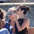Selena Gomez et Cara Delevingne vont faire du shopping à Saint-Tropez, le 23 juillet 2014.