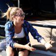 Cara Delevingne en shopping à Saint-Tropez le 23 juillet 2014.