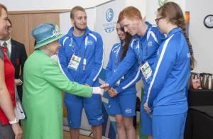Elizabeth II : Reine du photobombing de selfies aux Jeux du Commonwealth !
