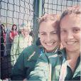La reine Elizabeth II a photobombé les selfies des hockeyeuses australiennes aux Jeux du Commonwealth à Glasgow le 24 juillet 2014, premier jour de compétition. Twitter Jayde Taylor.