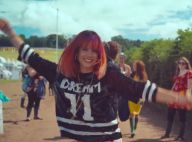 Lily Allen dans les coulisses de Glastonbury pour le clip 'As Long As I Got You'