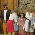 La reine Letizia d'Espagne accueille une fillette malade en audience avec une délégation de l'association Debra España au palais de la Zarzuela à Madrid le 28 juillet 2014.