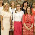 La reine Letizia d'Espagne en audience avec une délégation de l'association Fedune au palais de la Zarzuela à Madrid le 28 juillet 2014.
