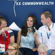 Vite, de l'air pour la duchesse de Cambridge ! Kate Middleton et le prince William au Tolcross Swimming Centre de Glasgow le 28 juillet 2014 pour les épreuves de natation des XXe Jeux du Commonwealth.