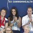 Kate Middleton et le prince William dans les gradins du Tolcross Swimming Centre de Glasgow le 28 juillet 2014 pour les épreuves de natation des XXe Jeux du Commonwealth.