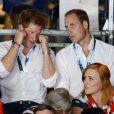 Petit cours de boxe entre les princes Harry et William aux XXe Jeux du Commonwealth, le 28 juillet 2014 à Glasgow.