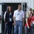 Le prince Harry, Kate Middleton et le prince William ont rencontré des hockeyeuses aux XXe Jeux du Commonwealth, le 28 juillet 2014 à Glasgow.