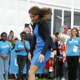 Très volontaire, Kate Middleton s'est essayée, en visite le 29 juillet 2014 au village des Jeux du Commonwealth à Glasgow, avec succès au jeu traditionnel sud-africain des ''trois boîtes'' : après avoir réussi à les faire tomber en lançant la balle, la duchesse de Cambridge a replacé les boîtes puis sauté par-dessus, conformément à la règle.