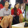 Le prince William se fait une partie de jeu vidéo au village des XXe Jeux du Commonwealth à Glasgow, le 29 juillet 2014.
