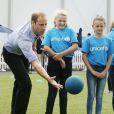 Le prince William participe à des activités au village des XXe Jeux du Commonwealth à Glasgow, le 29 juillet 2014.