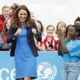 Kate Middleton s'est essayée, en visite le 29 juillet 2014 au village des Jeux du Commonwealth à Glasgow, avec succès au jeu traditionnel sud-africain des ''trois boîtes'' : après avoir réussi à les faire tomber en lançant la balle, la duchesse de Cambridge a replacé les boîtes puis sauté par-dessus, conformément à la règle.