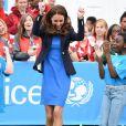Kate Middleton s'est initiée, en visite le 29 juillet 2014 au village des Jeux du Commonwealth à Glasgow, avec succès au jeu traditionnel sud-africain des ''trois boîtes'' : après avoir réussi à les faire tomber en lançant la balle, la duchesse de Cambridge a replacé les boîtes puis sauté par-dessus, conformément à la règle.