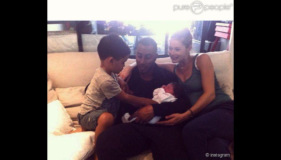 Doutzen Kroes en famille ! Le top vient d'accoucher de sa petite fille Myllena Mae. Le 30 juillet 2014