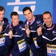 Jérémy Stravius, Amaury Leveaux, Frédérick Bousquet et Florent Manaudou après leur victoire sur le relais 4 x 50 m nage libre lors des Championnats d' Europe de natation à Chartres le 25 novembre 2012