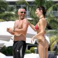 Eros Ramazzotti et sa compagne Marica Pellegrinelli à la plage à Miami, le 13 août 2012.