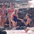 Kate Moss et sa fille Lila Grace (en bikini à gauche) à Formentera. Le 12 août 2014.