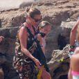Kate Moss, sa fille Lila Grace et son mari Jamie Hince profitent de vacances à Formentera. Le 12 août 2014.
