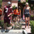 La chanteuse Britney Spears et son petit ami David Lucado vont déjeuner dans un restaurant de Thousand Oaks, le 13 août 2014.