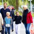 La princesse Ingrid Alexandra de Norvège a fait avec le sourire sa rentrée scolaire à l'Oslo International School le 19 août 2014. La fillette de 10 ans était accompagnée par son père le prince Haakon, sa mère la princesse Mette-Marit (qui fêtait ses 41 ans le même jour), sa grand-mère Marit Tjessem et son frère le prince Sverre Magnus, qui rentrait le même jour à l'Oslo Montessori School, également un établissement privé.