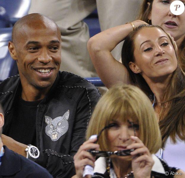 Thierry Henry et sa compagne Andrea Rajacic entourés de Hugh Jackman et Anna Wintour lors du match entre Roger Federer et Gaël Monfils à l'USTA Billie Jean King National Tennis Center de New York, le 4 septembre 2014