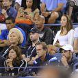 Thierry Henry et sa compagne Andrea Rajacic entourés de Hugh Jackman, son épouse Deborra-Lee Furness et Anna Wintour lors du match entre Roger Federer et Gaël Monfils à l'USTA Billie Jean King National Tennis Center de New York, le 4 septembre 2014
