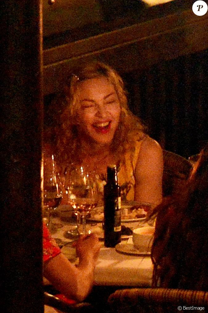 Exclusif madonna est all e d ner au restaurant avec des for Diner avec des amis