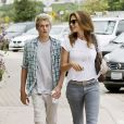 Cindy Crawford et son fils Presley se baladent au Brentwood Coutry Mart le 20 septembre 2014