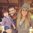 Shakira avec Gerard Piqué et son fils Milan à la campagne le 23 juillet 2014.