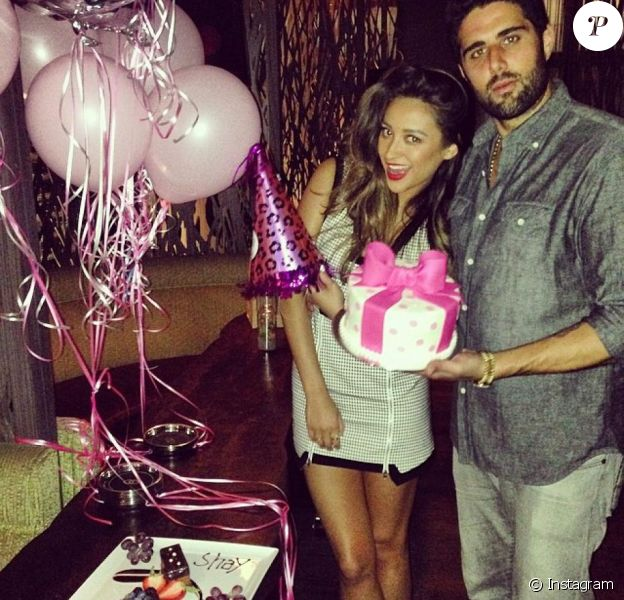 Shay Mitchell et Ryan Silverstein lors de l'anniversaire de la jeune femme sur Instagram, avril 2014