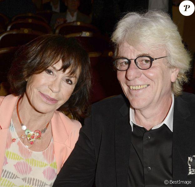 Danièle Evenou et son nouveau compagnon Jean-Pierre Baiesi lors de l'hommage à Gisèle Casadesus au Théatre Edouard Vll à Paris le 29 septembre 2014.
