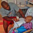Le footballeur américain Devon Still à l'hôpital avec sa fille Leah (4 ans), atteinte d'un cancer - septembre 2014