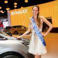 Allison Evrard, miss nationale Paris 2014, lors de la soirée d'inauguration des nouvelles Renault Espace et Clio lors du salon de l'automobile au Parc des Expositions de la porte de Versailles à Paris, le 2 octobre 2014.