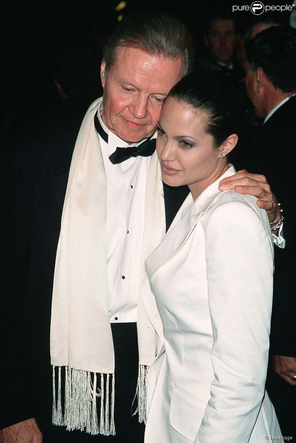 Jon Voight et sa fille Angelina Jolie à Los Angeles le 9 avril 2001.