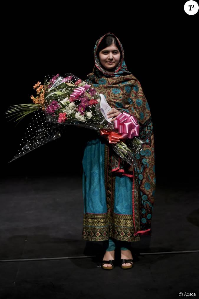 malala yousafzai laur ate du prix nobel de la paix lors d 39 une conf rence birmingham le 10. Black Bedroom Furniture Sets. Home Design Ideas