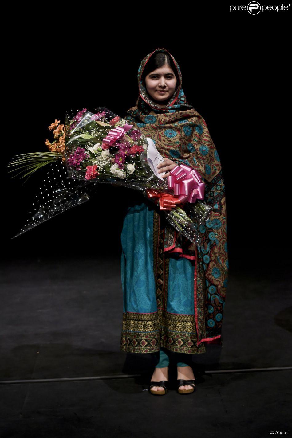 malala yousafzai laur ate du prix nobel de la paix lors d 39 une conf rence bi. Black Bedroom Furniture Sets. Home Design Ideas