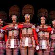 Le 9 octobre 2014, sur la scène de leur cabaret, les danseuses du Crazy Horse, habillées par le chocolatier Patrice Chapon, essayaient leur nouveau costume en chocolat en vue de leur participation au Salon du Chocolat.