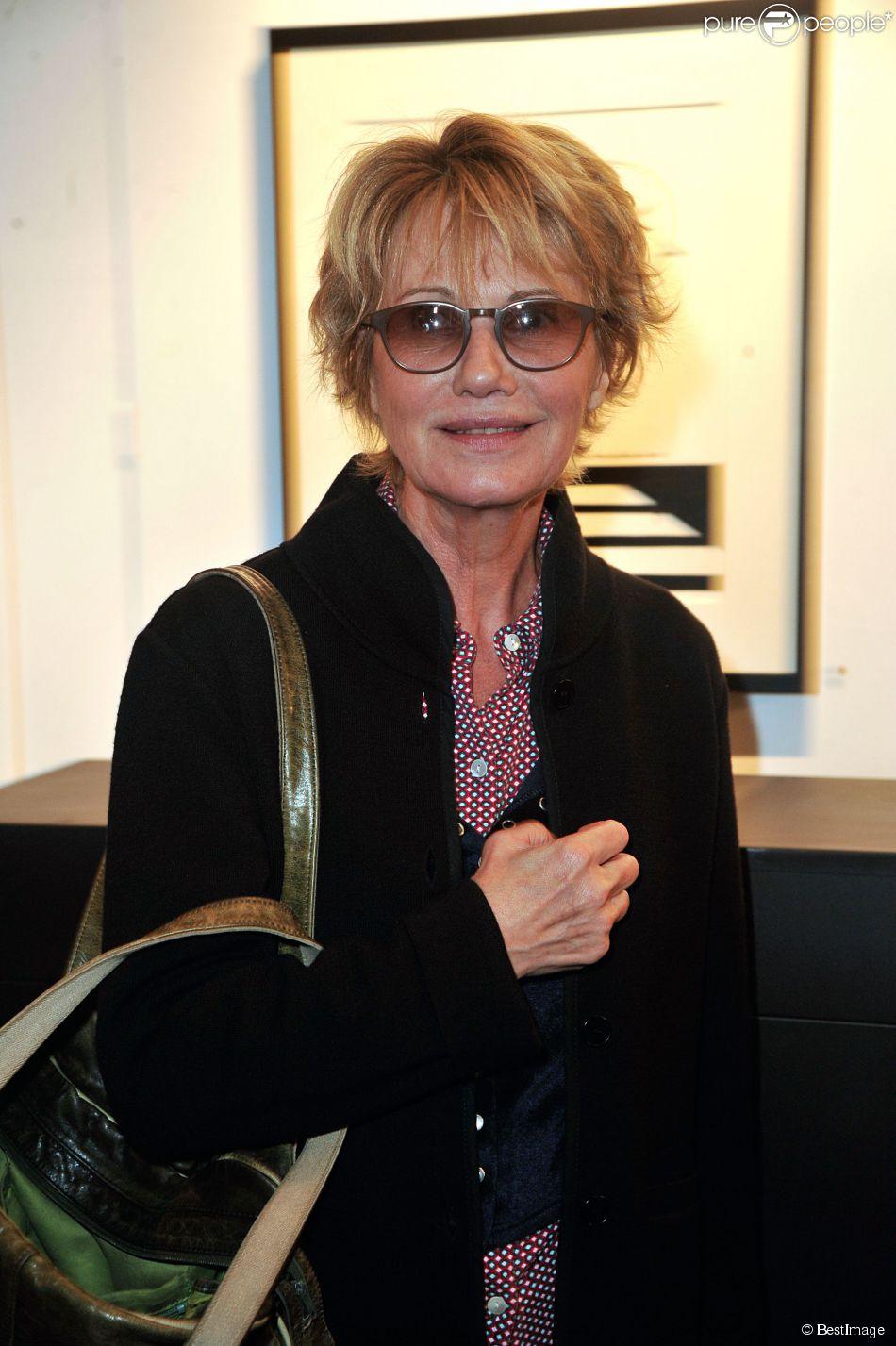 """Miou-Miou - Vernissage de l'exposition """"Tout L'Art Du Chat"""" de Philippe Geluck à la galerie Huberty-Breyne à Paris, le 14 octobre 2014."""