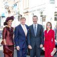 Le roi Felipe VI et la reine Letizia d'Espagne étaient reçus au palais Noordeinde, à La Haye, par leurs amis le roi Willem-Alexander et la reine Maxima des Pays-Bas, le 15 octobre 2014.