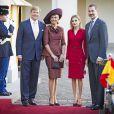 Felipe VI et Letizia d'Espagne étaient reçus au palais Noordeinde, à La Haye, par leurs amis et homologues le roi Willem-Alexander et la reine Maxima des Pays-Bas, le 15 octobre 2014.