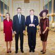 Le roi Felipe VI et la reine Letizia d'Espagne étaient reçus au palais Noordeinde, à La Haye, par leurs amis et homologues le roi Willem-Alexander et la reine Maxima des Pays-Bas, le 15 octobre 2014.