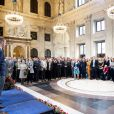 Willem-Alexander des Pays-Bas lors d'une remise de prix de peinture à de jeunes artistes le 10 octobre 2014 à Amsterdam