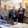 La reine Maxima des Pays-Bas dans un ensemble léopard signé Natan le 7 octobre 2014 dans une agence d'emploi social de Nimègue.