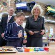 Camilla Parker Bowles, duchesse de Cornouailles, visitait le 15 octobre 2014 l'école Saint Ronan, à Hawkhurst, dans le Kent, ancienne école de son frère Mark Shand, décédé en avril 2014. Elle venait notamment y inaugurer un terrain de sport baptisé Shandy-Ba, surnom de son défunt frère.