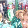 La reine Elizabeth II a photobombé (malgré elle) les selfies des hockeyeuses australiennes aux Jeux du Commonwealth à Glasgow le 24 juillet 2014, premier jour de compétition. Twitter Anna Flanagan.